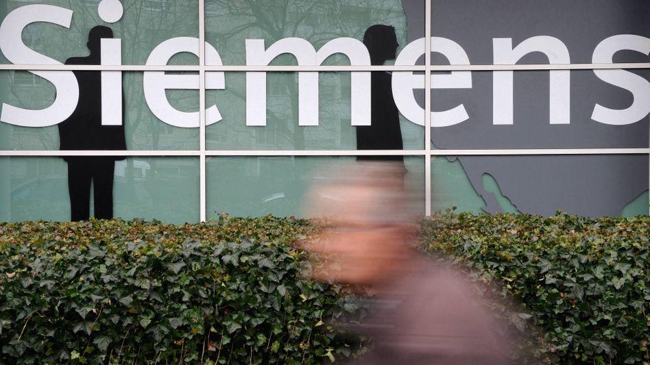 Siemens-Konzern: Gutachten unterstützt Schadensersatzforderungen gegen ehemalige Vorstände