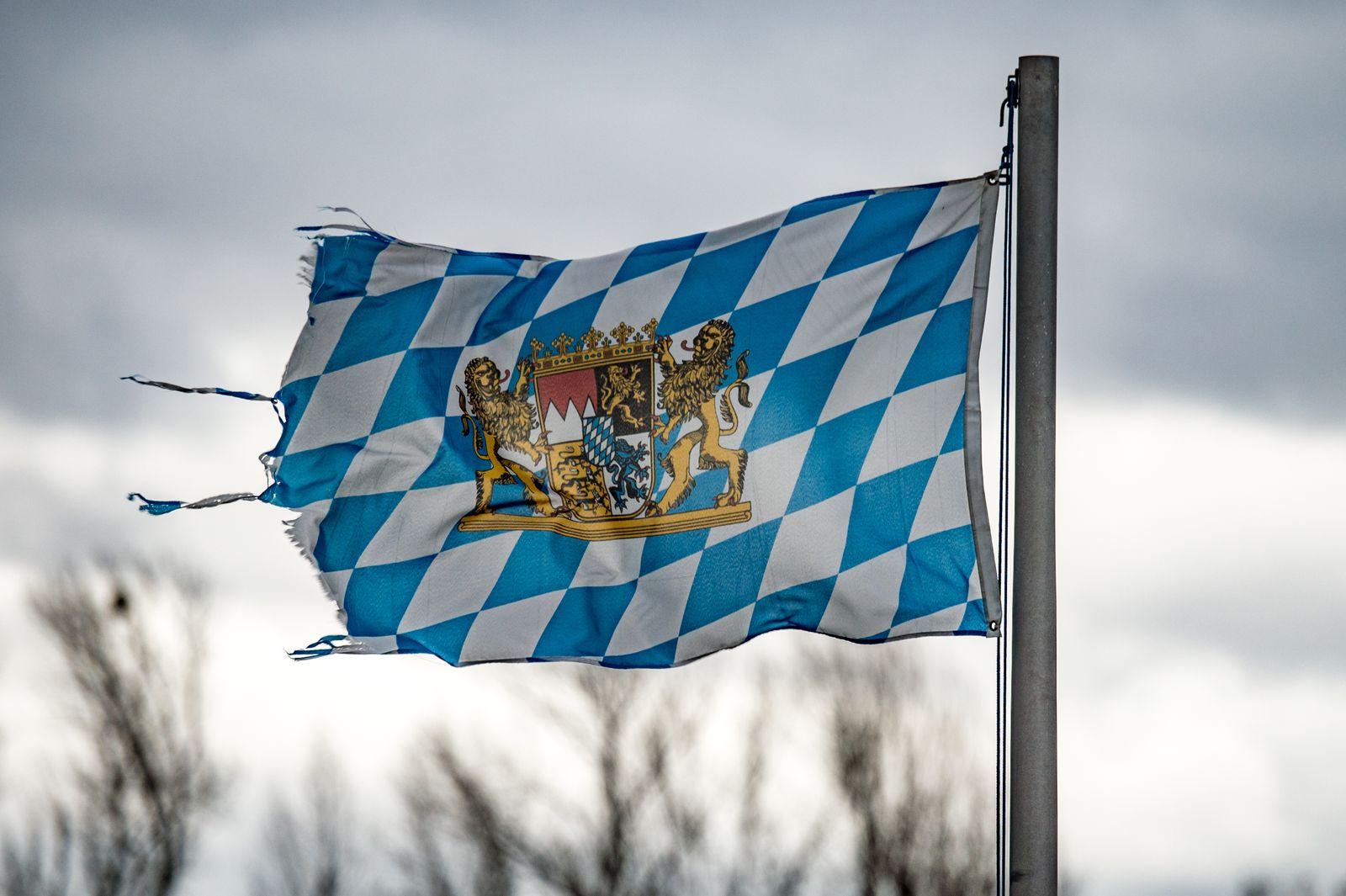 Heftiger Wind mit Sturmböen in Bayern