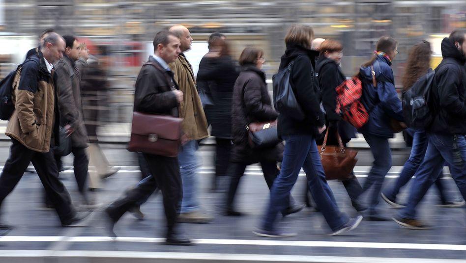 Pendler: Bürger müssen Meldeämtern Auskunft geben, die dürfen Adressdaten weitergeben