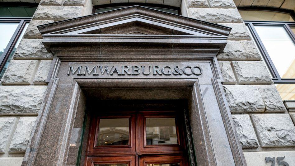 Haupteingang der Warburg-Bank in Hamburg