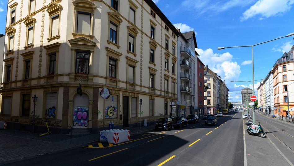 Dreieichstrassein Frankfurt: Drei Beamte suspendiert