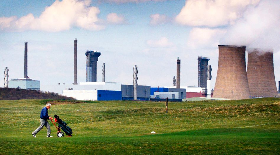 Golfspieler vor dem Atomkraftwerk Sellafield: Briten wollen Brüssel überzeugen