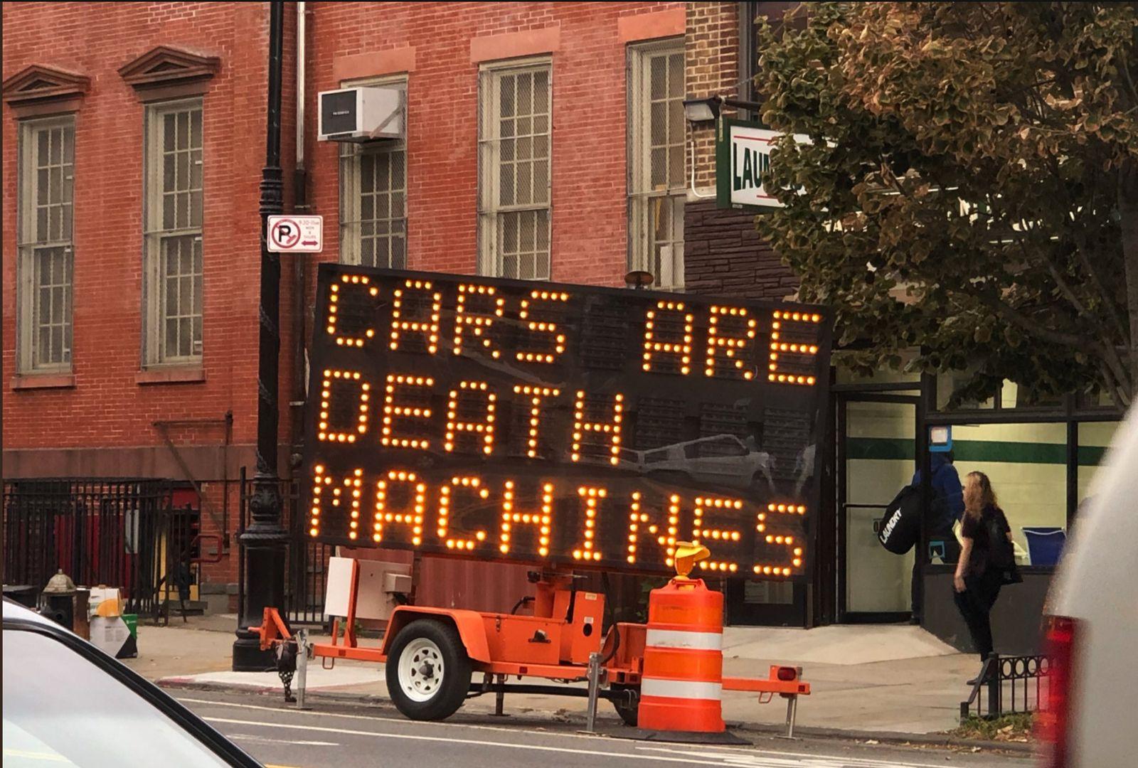 EINMALIGE VERWENDUNG NUR ALS ZITAT Screenshot/ Roadsigns/ Hacked/ Brooklyn