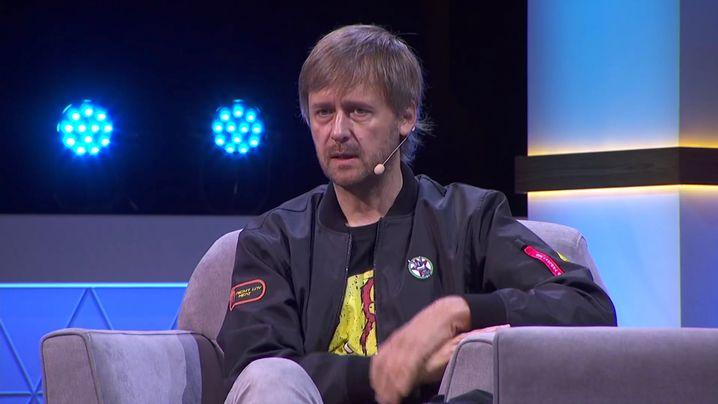 Marcin Iwinski bei einem Panel auf der E3