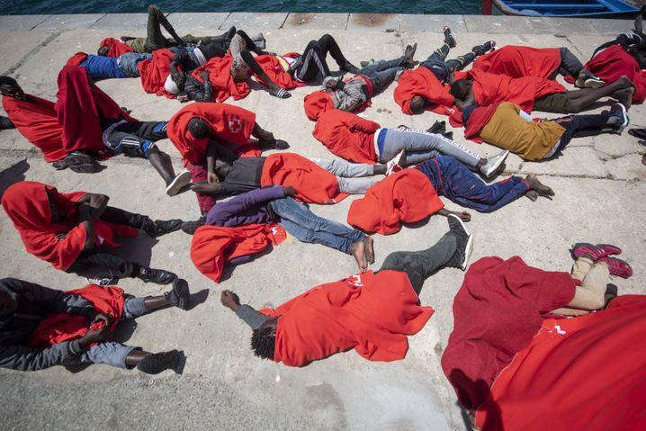 Flüchtlinge im Hafen