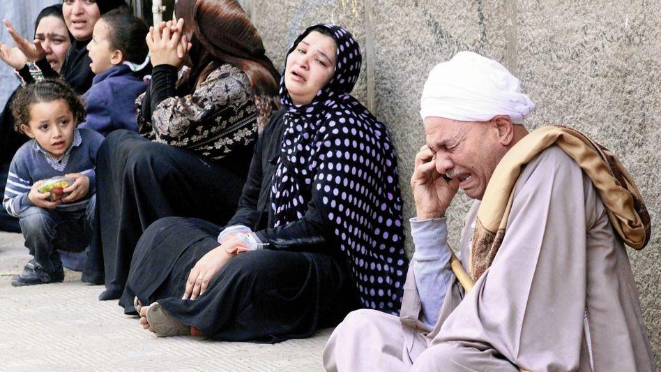 Schockierte Angehörige der Verurteilten in Minja