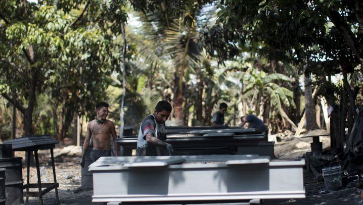 Sarg-Industrie in El Salvador: Das Geschäft mit dem Tod