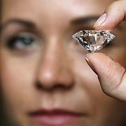 """Luxusgut Diamant: """"Nach wie vor verloben die Menschen sich, heiraten und haben Geburtstag"""""""