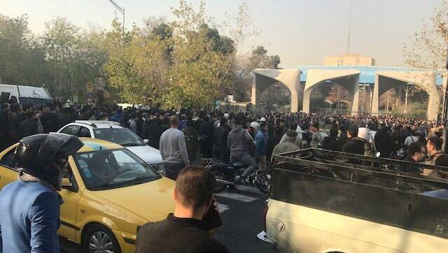 Demonstration nahe der Universität in Teheran