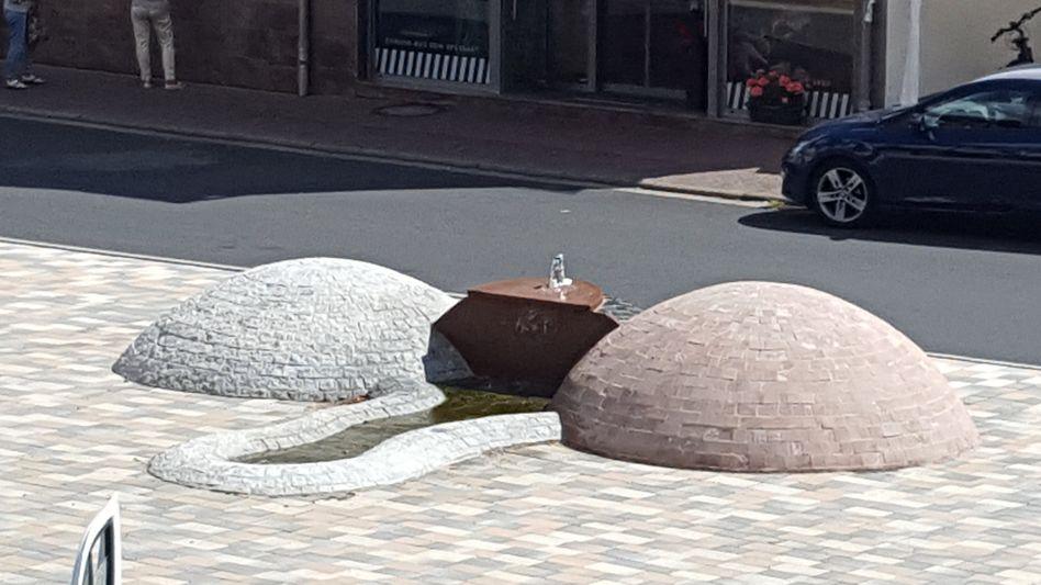 Phallusförmiger Brunnen in Jossgrund