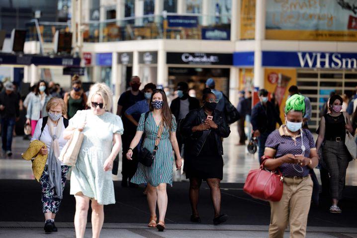 Passanten in London: Können weitere Lockerungen folgen oder braucht es sogar stärkere Maßnahmen?