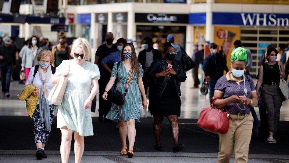 Passanten in London: Können weitere Lockerungen folgen, oder braucht es sogar stärkere Maßnahmen?
