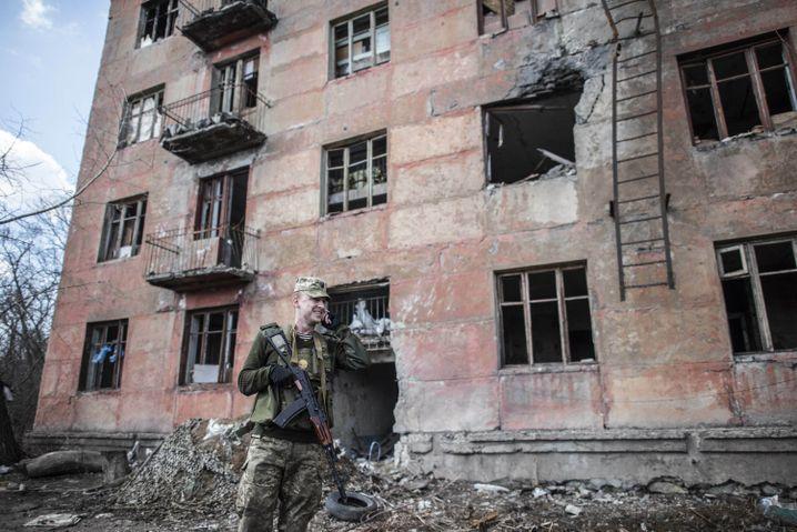 Ukrainischer Soldat in Solote, Ostukraine