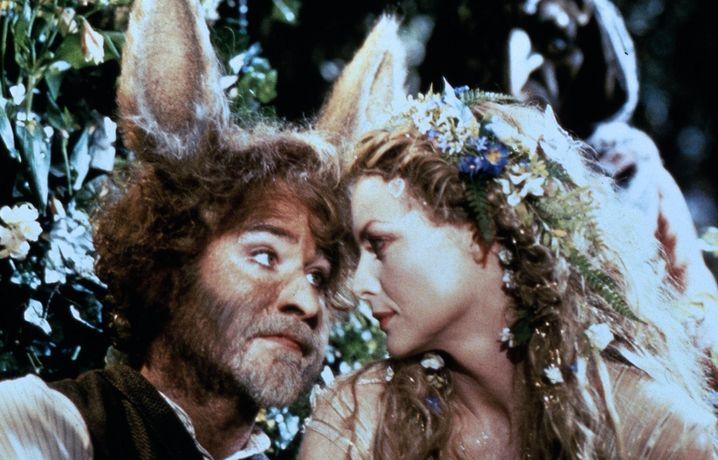 """Kevin Kline und Michelle Pfeiffer in """"Sommernachtstraum"""" von 1999"""