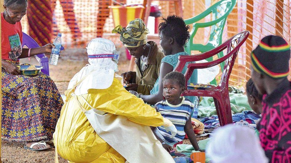 Ebola-Behandlungsstation in Sierra Leone: Rettende Antikörper