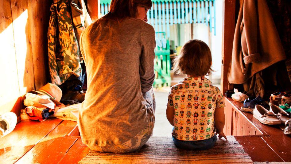 Mutter und Sohn: Mitgefühl entsteht vor allem zwischen Menschen mit enger emotionaler Bindung