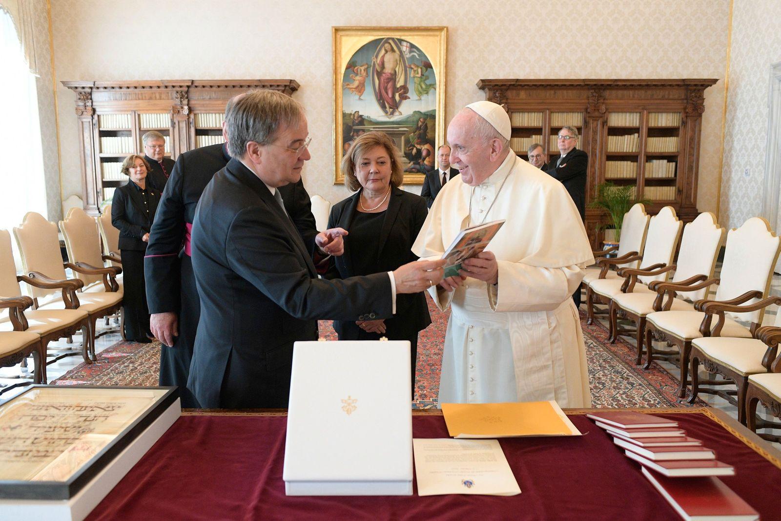 Papst Franziskus empfängt Ministerpräsident Laschet