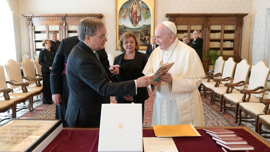 Papst Franziskusempfängt Armin Laschet zur Privataudienz