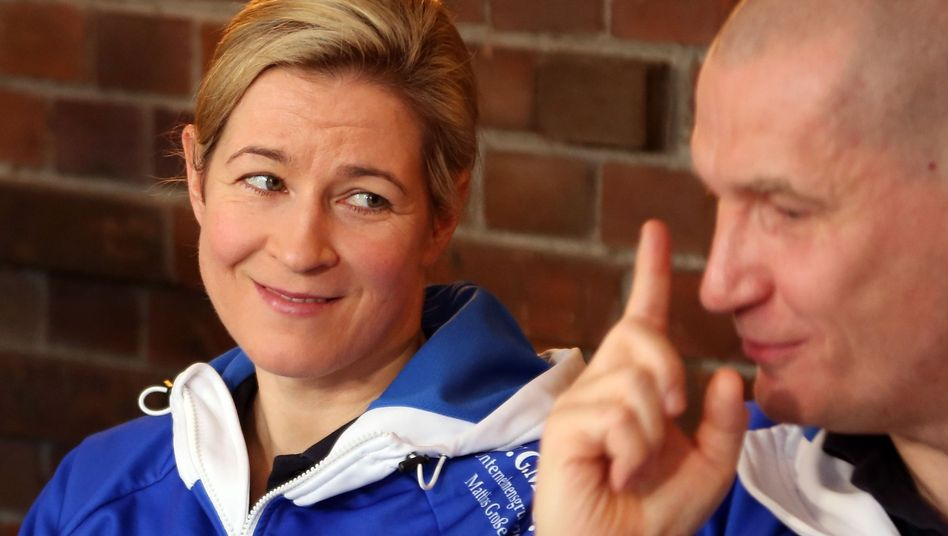 Claudia Pechstein und Matthias Große bei einer Pressekonferenz im Vorjahr