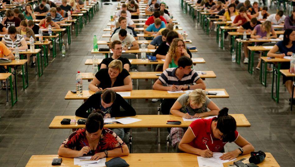 Prüfungsstress: Massenhaft fielen Studenten in Köln durch die Mathe-Klausur