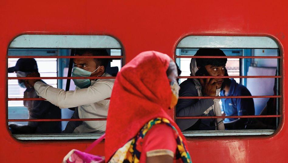 Indische Wanderarbeiter auf dem Heimweg:Der Traum von einem besseren Leben