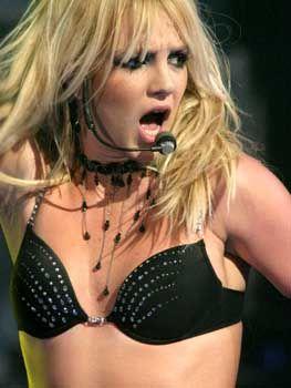 Britney Spears: Popdiva unter der Haube