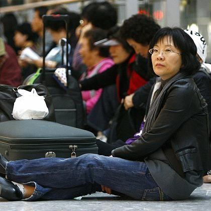 Geduld war gefragt für Passagiere im Londoner Flughafen Heathrow: Jeder fünfte Flug wurde gestrichen