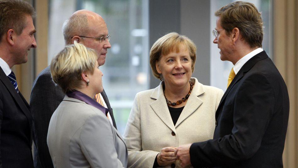 Kanzlerin Merkel (mit Unterhändlern): Wer wird was im schwarz-gelben Kabinett?