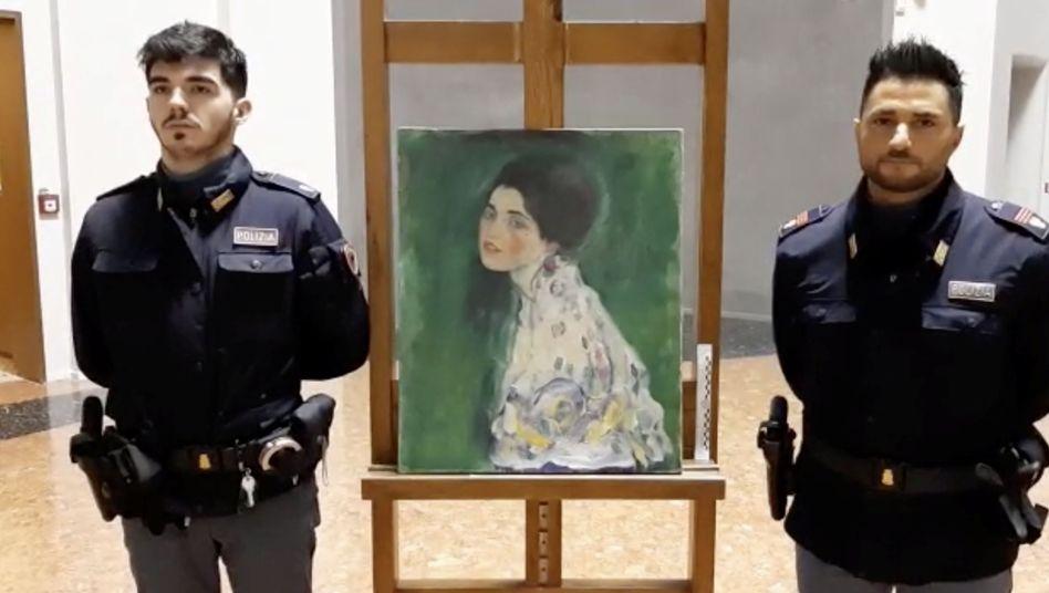 """""""Porträt einer Frau"""" von Gustav Klimt: In Piacenza ist das 1997 gestohlene Gemälde wieder aufgetaucht"""