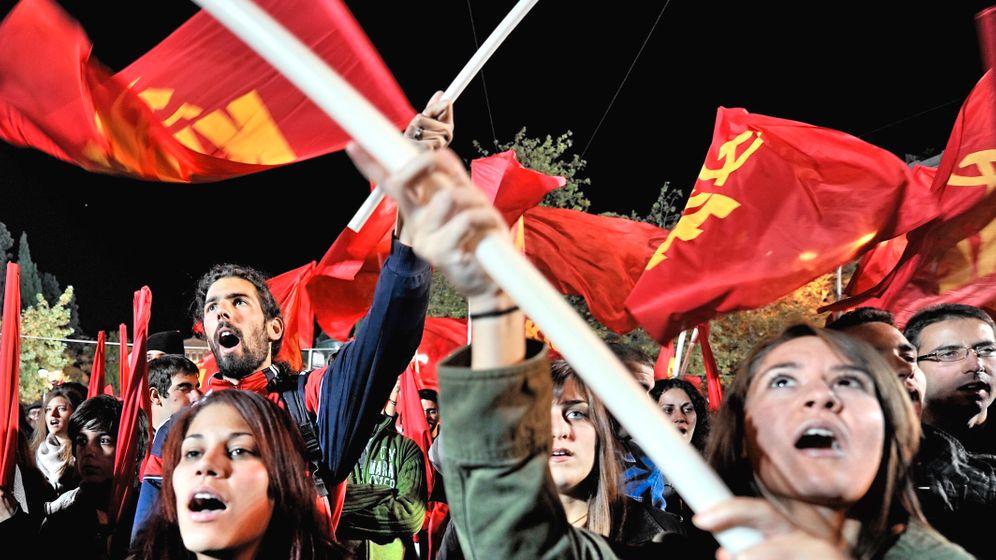 Photo Gallery: Greek Voters Veer to Left