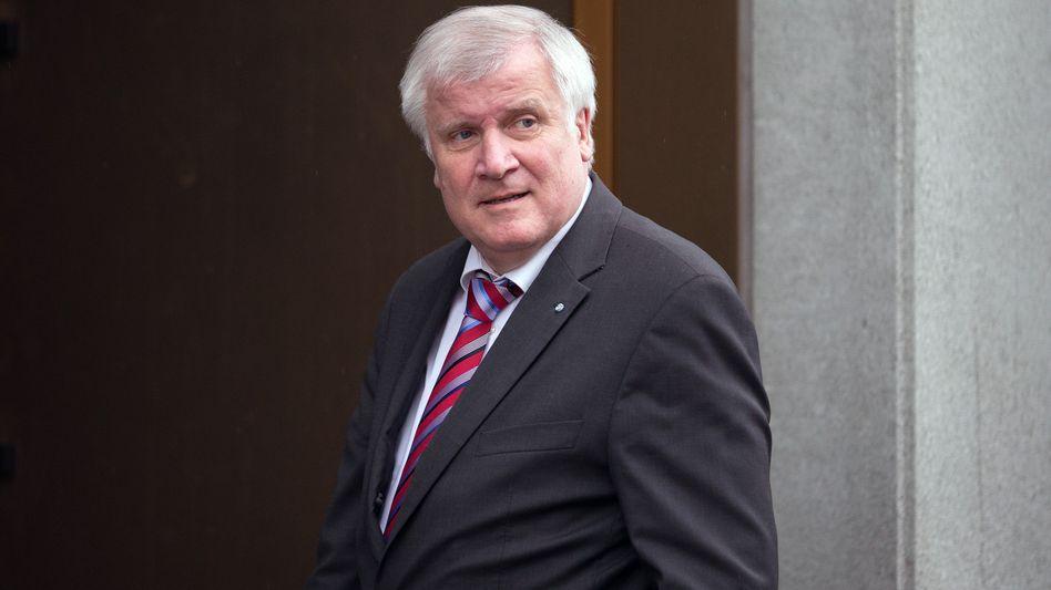 CSU-Chef Seehofer: Ruhende Staatsbürgerschaft statt Optionszwang