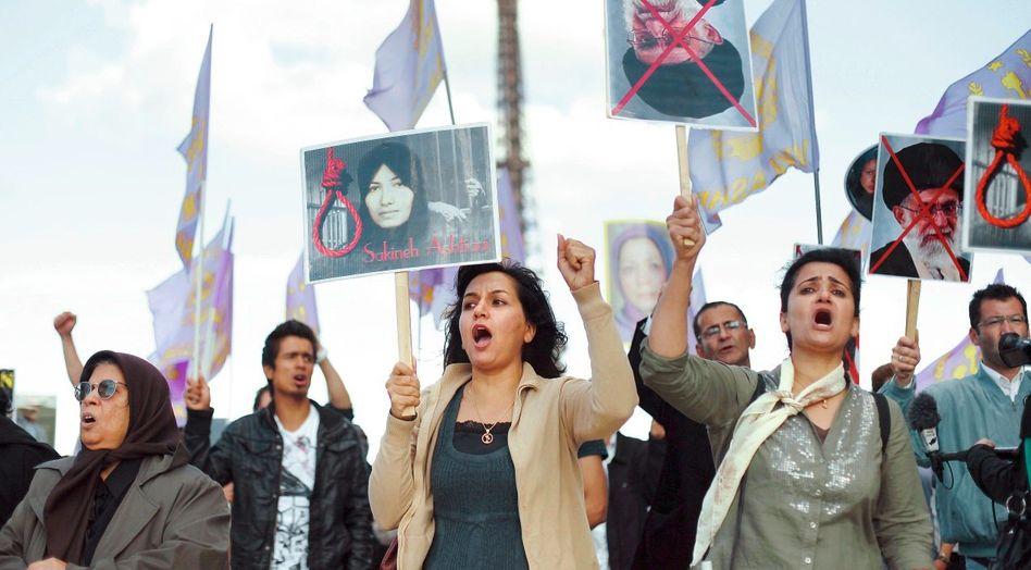 Demonstration für Aschtiani in Paris: Durchbruch an der Kampagnenfront