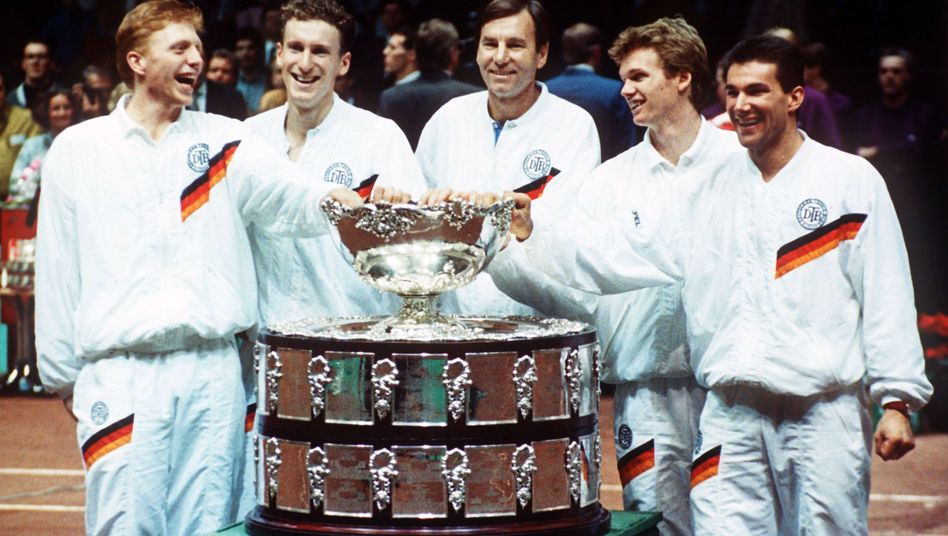 Boris Becker, Patrick Kühnen, Kapitän Nikola Pilic, Eric Jelen und Carl-Uwe Steeb (v.l.n.r.) beim Davis-Cup-Sieg 1988