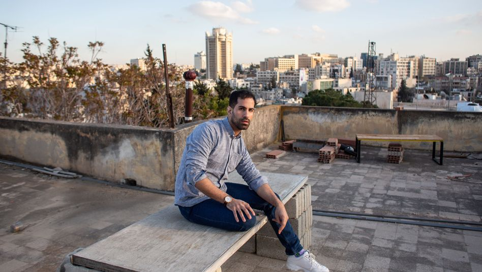 """Khaled Abdul-Hadi: """"I had the feeling that I was speaking a different language than my family."""""""