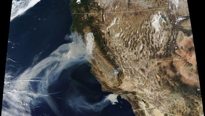 Brände in Kalifornien: Rauch und Feuer