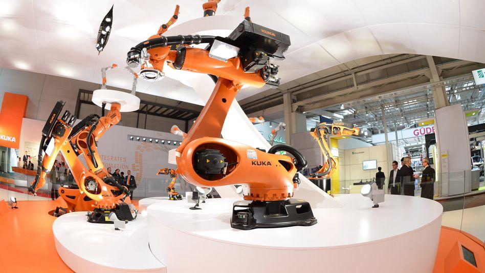 Industrieroboter von Kuka (Archivbild)
