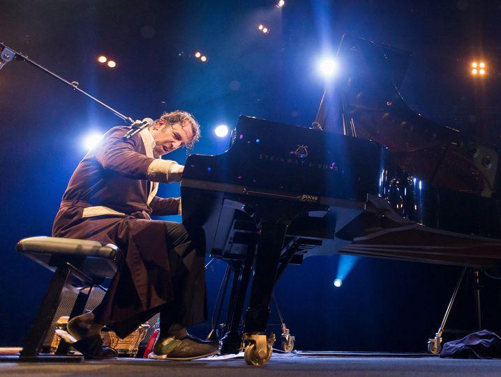 Chilly Gonzales bei einem Konzert auf dem 51. Montreux Jazz Festivals