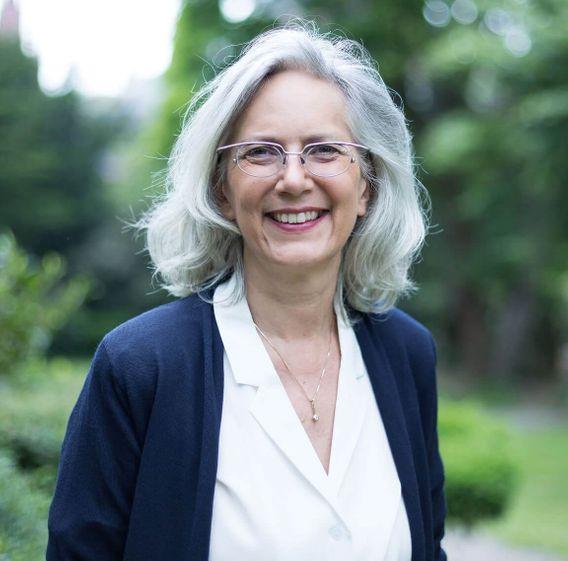 Die Schwerpunkte von Diplom-Psychologin Monika Müller, 58, sind persönliche Entwicklung, Geld und Finanzen. 1999 gründete sie FCM Finanz Coaching. Sie möchte ihren Kunden helfen, unbewusste Muster in Finanz- und Lebensentscheidungen zu erkennen.
