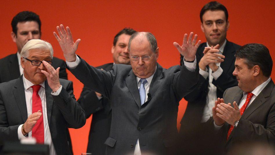 SPD-Kanzlerkandidat Steinbrück braucht jetzt zwei Wächter: Steinmeier rechts, Gabriel links