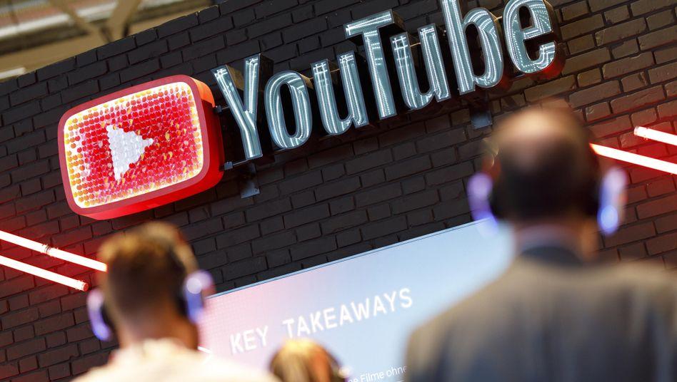 YouTube-Stand auf einer Fachmesse: Freitag werden neue Regeln auch für Online-Anbieter festgelegt