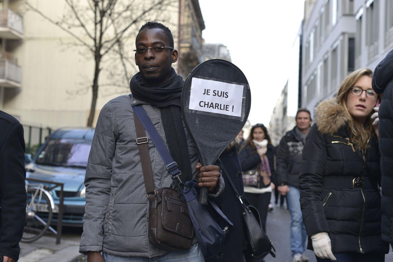 EINMALIGE VERWENDUNG Frankreich / Trauer / Paris / patrick_remir_1