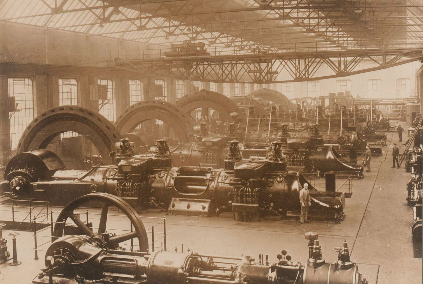 Fabriekshal_met_machines_en_apparatuur,_Duitsland,_RP-F-00-6336