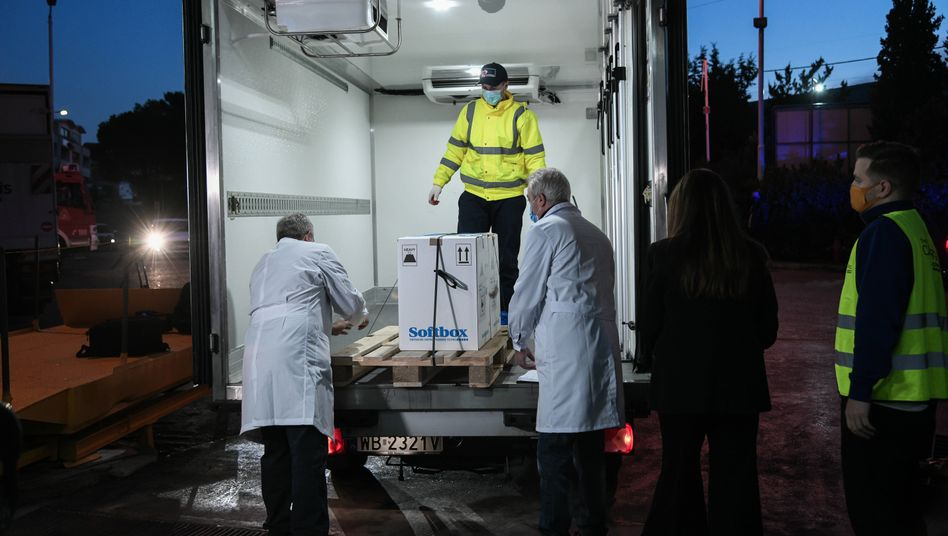Transport von Biontech-Impfdosen in Griechenland