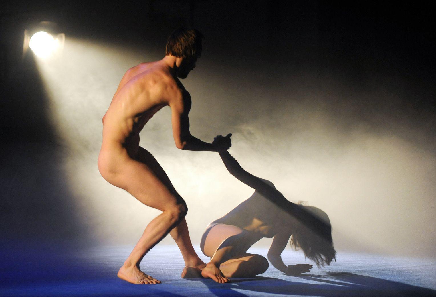Nackt theater tanz