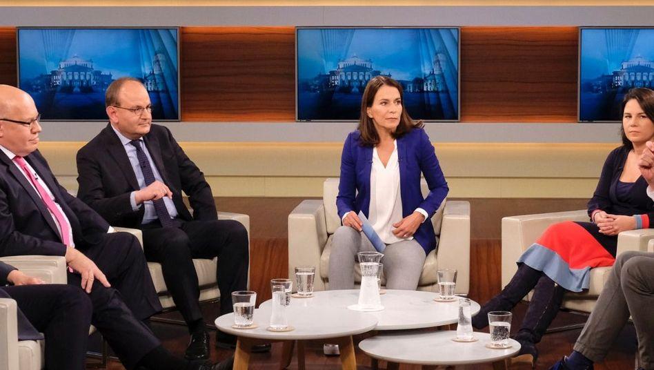 """Moderatorin Will (3.v.r.) mit ihren Gästen: """"Das Klimaschutzpaket der Bundesregierung - großer Wurf oder große Enttäuschung?"""""""