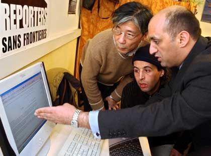 Bloggende Dissidenten in Genf: Chongguo, Yahyaoui und Lutfy drängen darauf, dass beim Weltinformationsgipfel das Thema Menschenrechte nicht vergessen wird