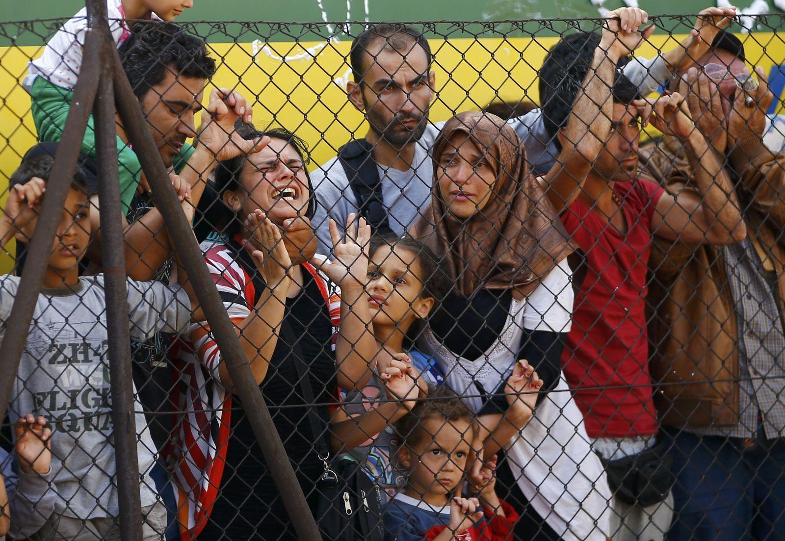 Flüchtlinge in Ungarn/ Zug/ Bizske/ Syrienkrieg