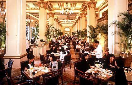 Zum Afternoon-Tea in der prunkvollen Lobby sind auch externe Gäste gerne gesehen
