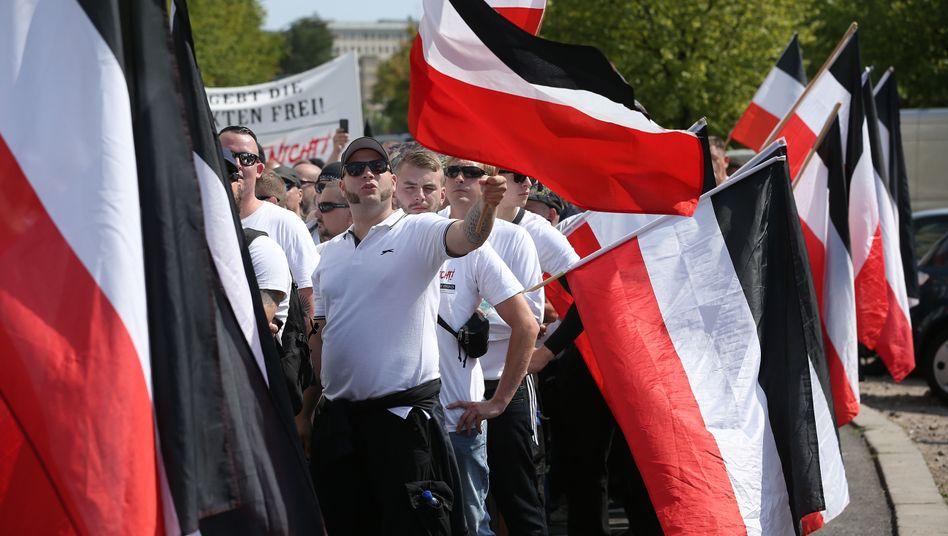 Neonazis bei der Demo in Berlin-Friedrichshain