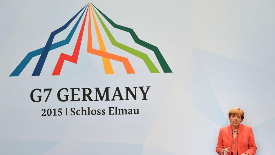 Bundeskanzlerin Merkel vor G7-Logo: Zehntausende Euro für bunte Linien